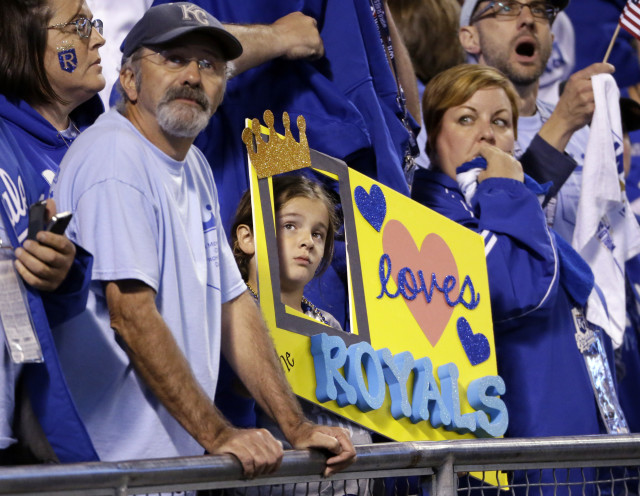 Kansas City Royals fans watch Game 1 of baseball's World Series against the San Francisco Giants, Oct. 21, 2014, in Kansas City, Mo. (AP Photo)