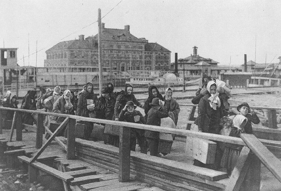 Immigrants, including the Bombardelli family from Italy, enter the United States through Ellis Island in 1902. (Library of Congress/Public Domain)