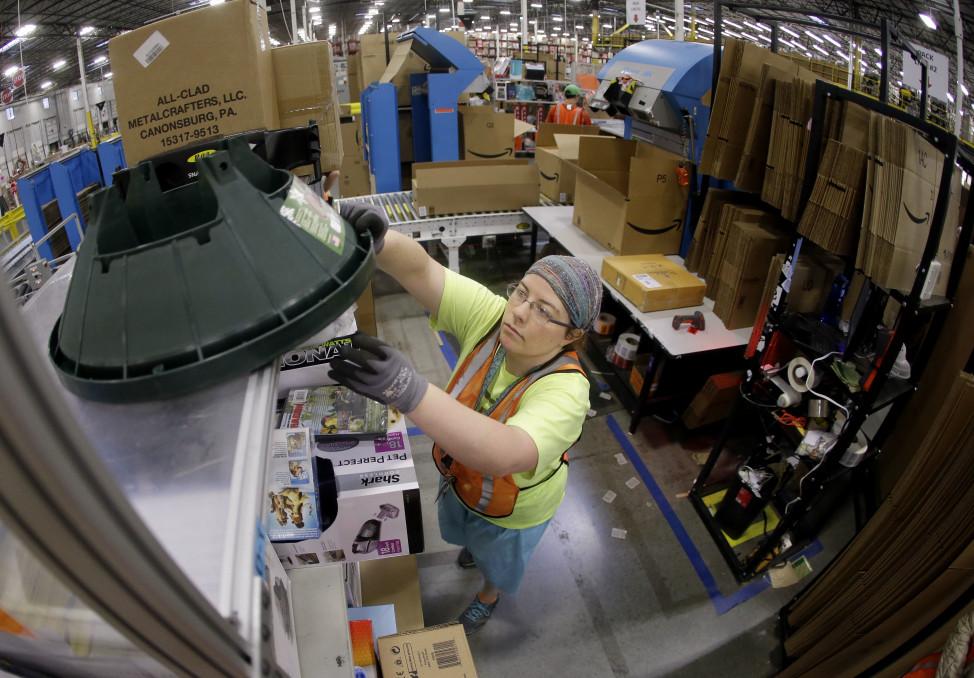 Ashley Merritt packs an order for shipping at a warehouse in Lebanon, Tenn. on Dec. 1, 2014. (AP Photo)
