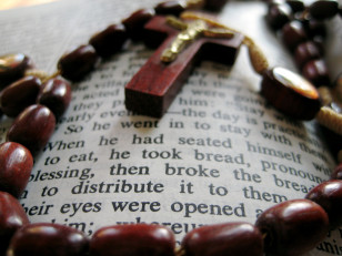 Bible and rosary (Photo by Flickr user Chris Sloan via Creative Commons license)