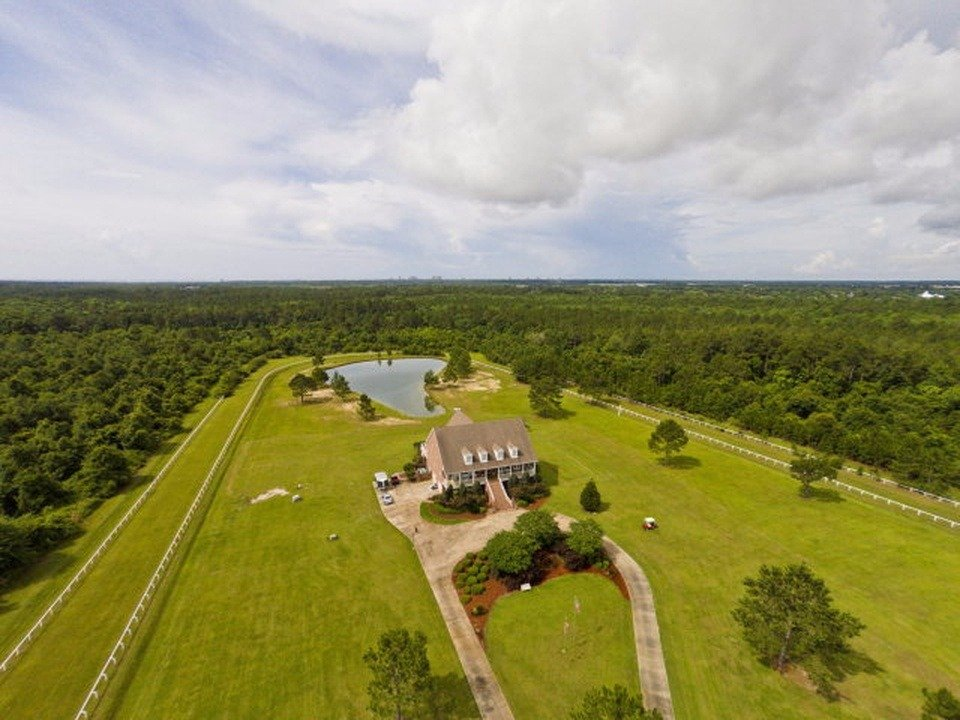 "This former horse ranch in Alabama is known as ""Rattlesnake Ridge"" and sells for $15 million. (Courtesy Point2Homes)"