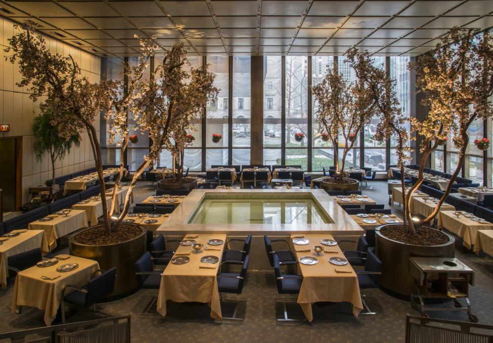 Four Seasons Restaurant (© Larry Lederman. Courtesy of The Monacelli Press)