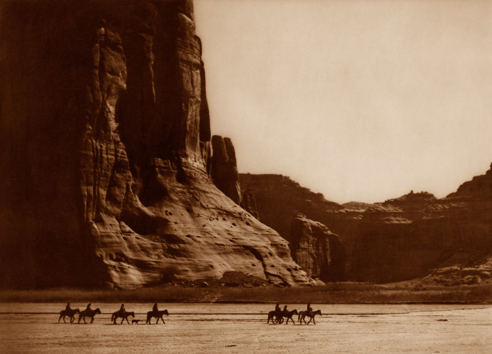 Canyon de Chelly, Navaho, 1904, Southwest (Photo by Edward S. Curtis, courtesy DelMonico Books • Prestel)