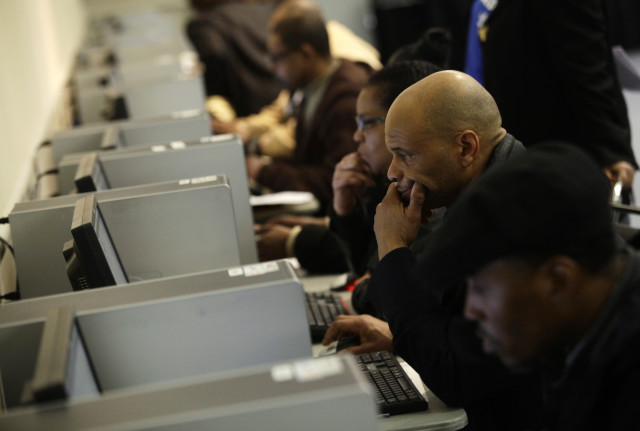 People use computers at a job fair in Detroit, Michigan, March 1, 2014. (REUTERS)