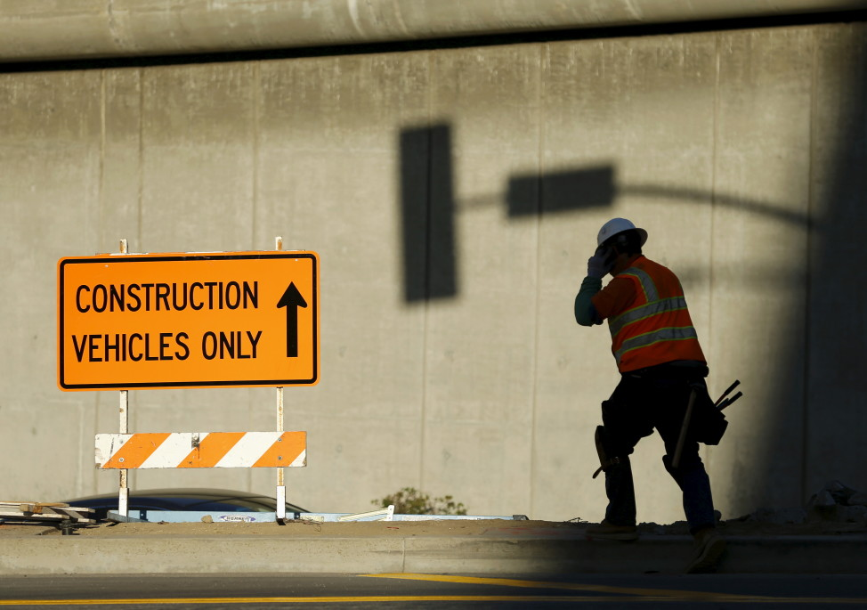 A worker at a construction site in Los Angeles, California, Jan. 29, 2016. (REUTERS)