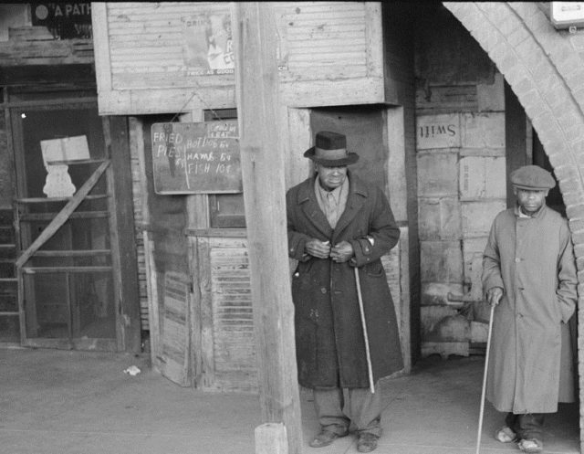 African-American patrons outside of an eatery in Mound Bayou, Mississippi, 1939. (Library of Congress)