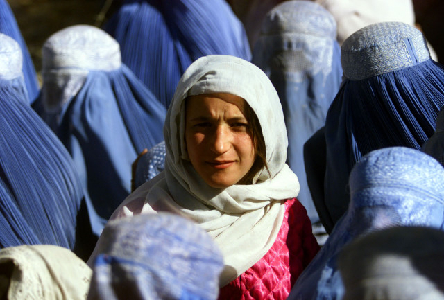 A young Afghan woman shows her face in public for the first time after 5 years of Taliban Sharia law..