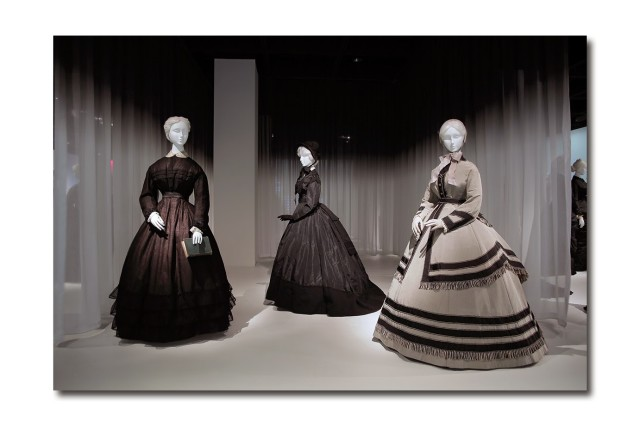 Women-Mourning-Attire