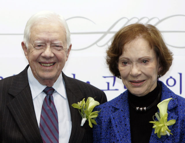 Former U.S. President Jimmy Carter and his wife Rosalynn pose during an event at the Cyber University of Korea in Seoul March 22, 2010. The event was held to sign a partnership between the Rosalynn Carter Institute at Georgia Southwestern State University and the Caregiving Center at the Cyber University of Korea. Jimmy Carter will receive an honorary doctorate in politics from Korea University on Tuesday. REUTERS/Truth Leem (SOUTH KOREA - Tags: EDUCATION POLITICS) - GM1E63M12TC01