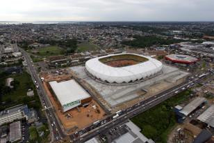 """Ucqar Amazon cəngəlliyində inşa edilmiş və milyonlarla dollara başa gəlmiş """"Arena Amazonia"""" stadionunda cəmi 4 çempionat matçı oynanılacaq."""