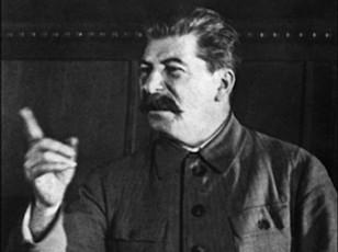 Totalitar siyasi sistem insanlarda yaşamaq eşqini məhv edir, həyatdan bezdirir.
