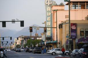 Alyaskanın ən iri şəhəri Anchorage-da Dördüncü Küçə.