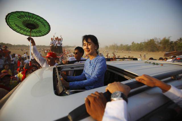 Myanmar pro-democracy leader Aung San Suu Kyi returns after giving a speech to her supporters during the election campaign at Kawhmu Township