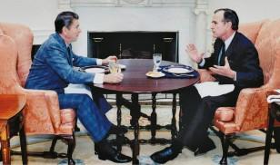 1980-88-ci illər ərzində Buş təkcə Reyqanın vitse-prezidenti yox, həm də onun yaxın məsləkdaşı idi.
