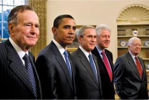 Prezident Barak Obama dərin hörmət bəslədiyi Corc H. U. Buşu 2011-ci ildə Azadlıq ordeni ilə təltif etdi.