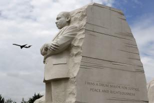 ABŞ paytaxtı Vaşinqtonun mərkəzində vətəndaş haqları lideri Martin Lüter King Jr-un heykəli.