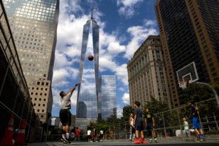 """""""Bir Dünya Ticarət Mərkəzinin"""" Aşağı Manhattandan görünüşü"""