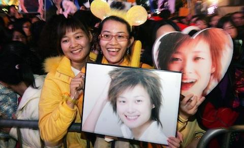Fans of Chinese singer Li Yu-chun, Super Girl's Voice 2005 winner