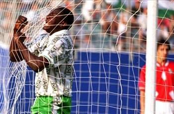 Rashid Yekini, lokacin da ya jefa ma Najeriya kwallonta na farko a gasar cin kofin duniya a 1994.