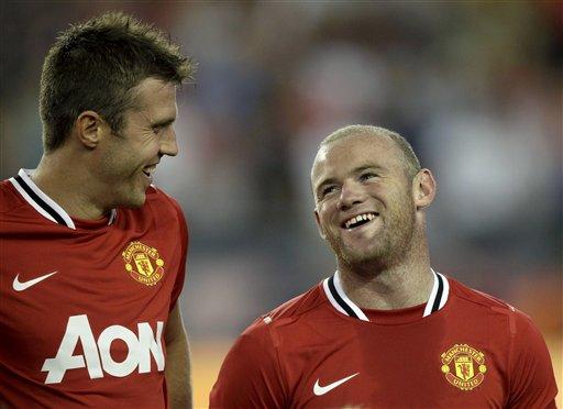 Wayne Rooney (dama) da Michael Carrick (hagu) dukkansu na kungiyar Manchester United kafin wasansu da kungiyar New England Revolution ta Amurka