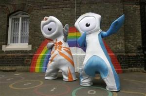 Maskot Olimpiade 2012, Wenlock (kiri) dan maskot Paraolimpiade, Mandeville (foto: AP).