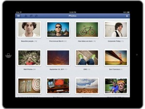 Aplikasi Facebook di tablet iPad (foto: AP/Facebook).