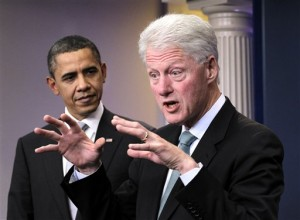 Presiden Barack Obama dan mantan Presiden Bill Clinton di ruang briefing Gedung Putih, Jumat, 10 Desember 2010. (AP Photo/J. Scott Applewhite)