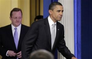 Presiden Barack Obama tiba untuk jumpa pers mengenai pemotongan pajak di Gedung Putih, Senin, 13 Desember 2010 (AP Photo/J. Scott Applewhite)