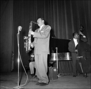 An undated photo during a concert of American jazz tenor saxophonist Lester Young (1909-1959).