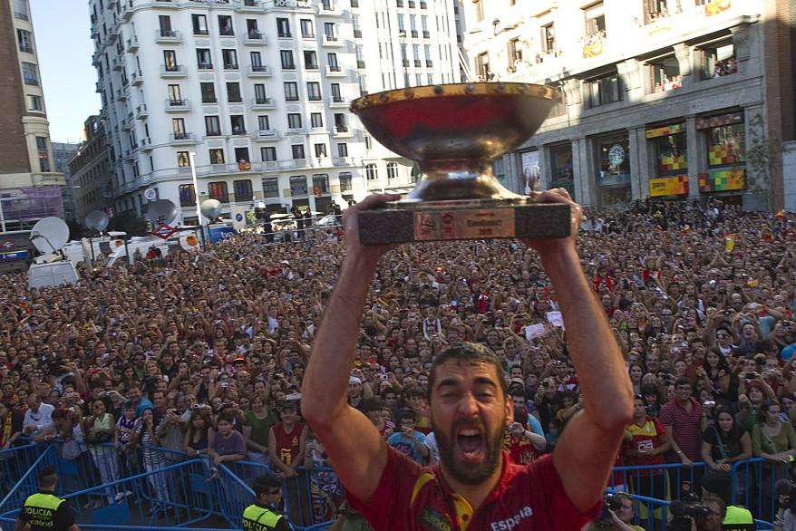 Spain's team captain Juan Carlos Navarro raises the FIBA EuroBasket 2011 trophy during a celebration in central Madrid. (Reuters)