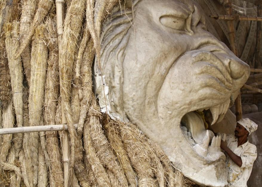 """""""India Giant Lion"""""""