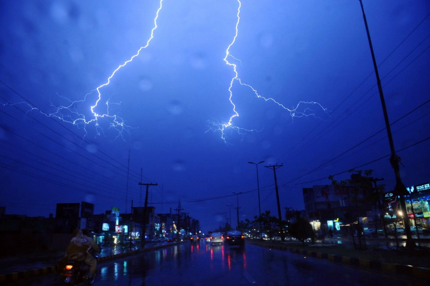 PAKISTAN WEATHER THUNDER
