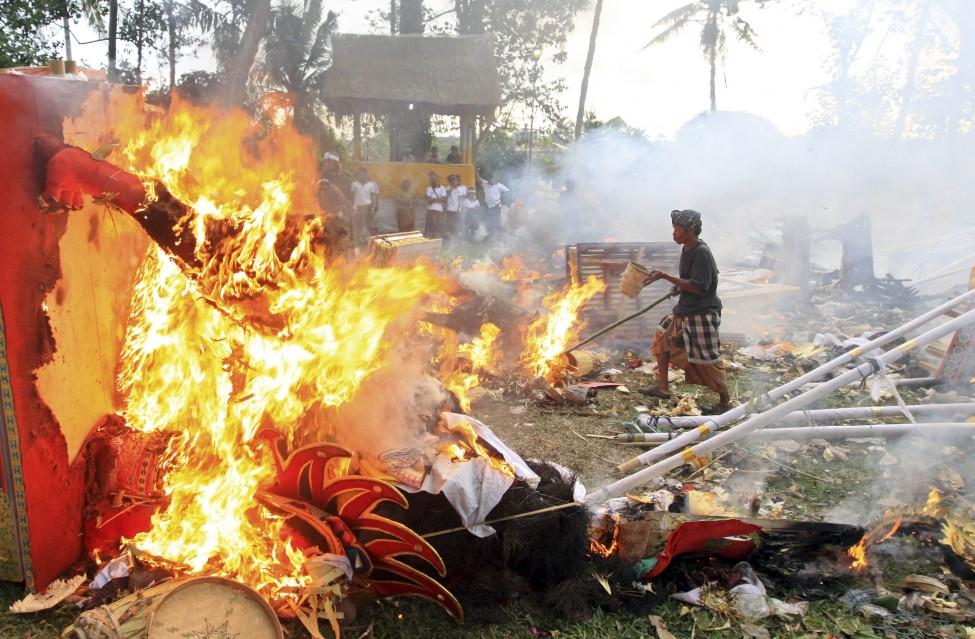 Indonesia Hindu Cremation
