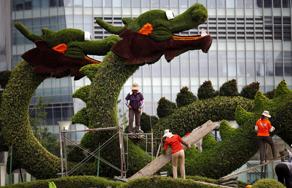 China Topiary Dragon