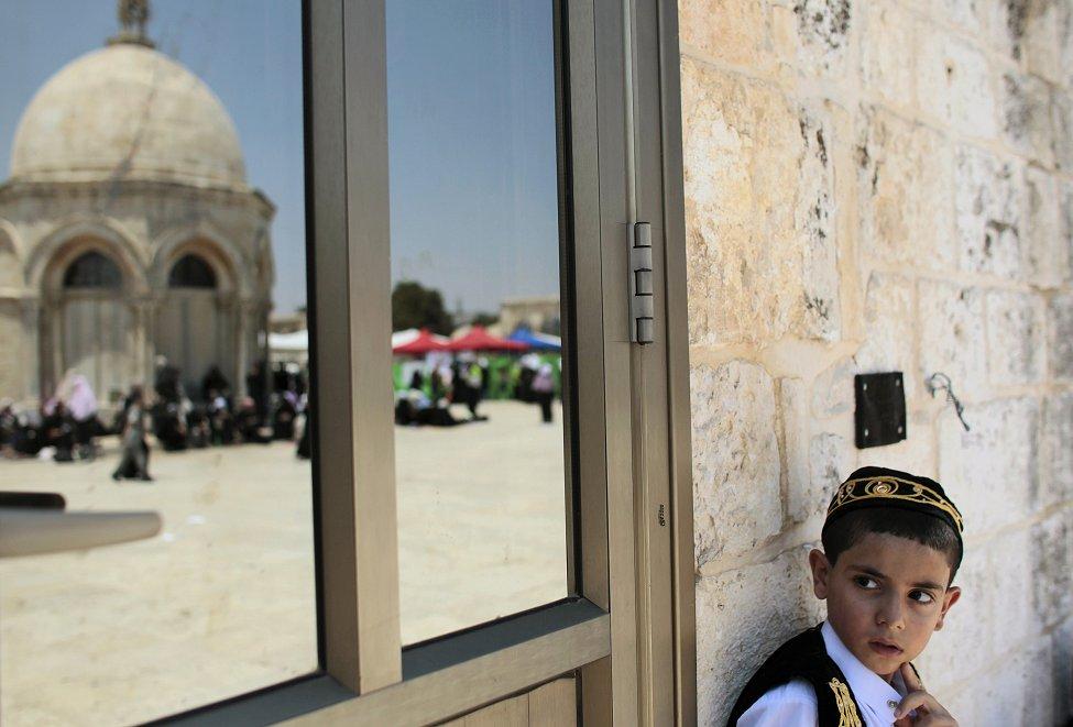 """""""Палестинско момче во стариот дел на Ерусалим. Муслиманите ширум светот го слават светиот муслимански празник, Рамазан."""