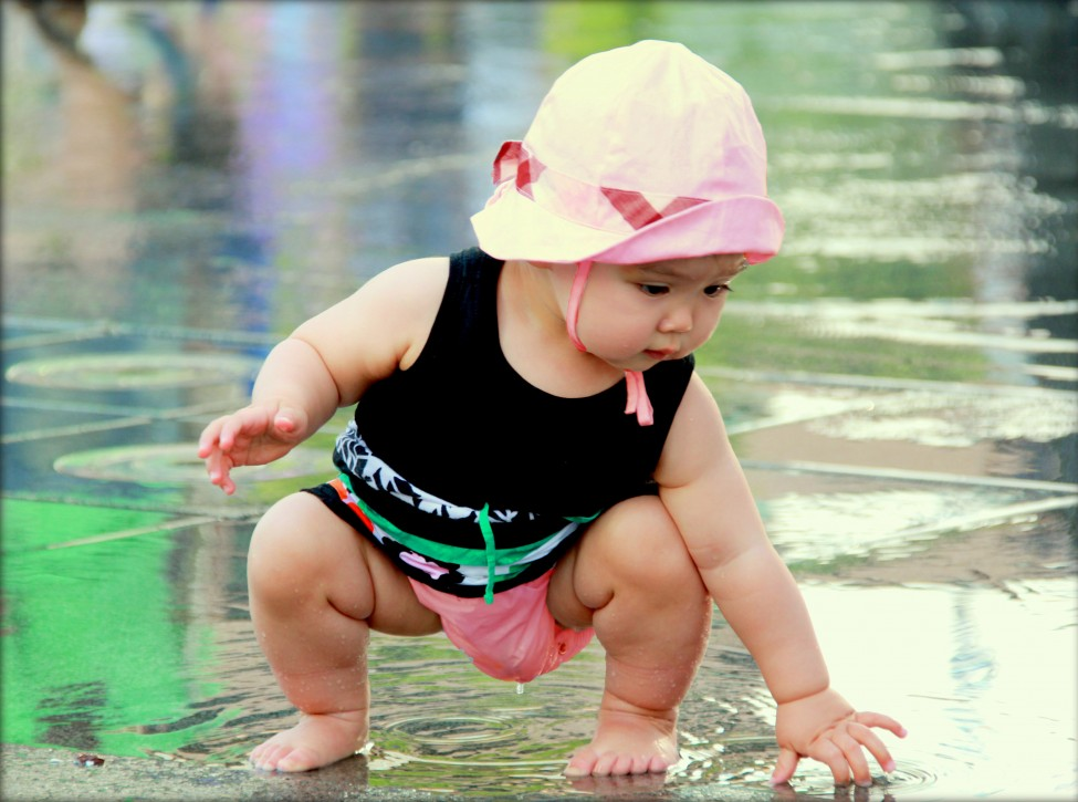 A toddler enjoys playing in a pool of water in Seoul, South Korea. (Thar Ngae/South Korea)