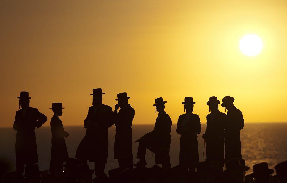 Hassidic Jews Tashlich