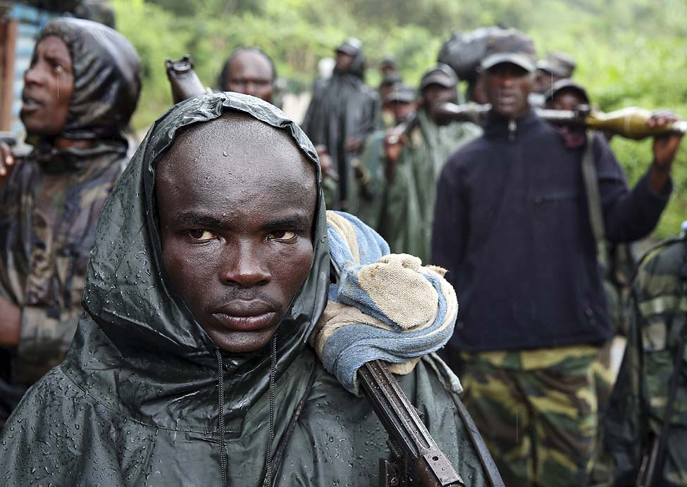 M23 rebel fighters walk as they withdraw near the town of Sake, some 42 km west of Goma, Democratic Republic of Congo. (Reuters)