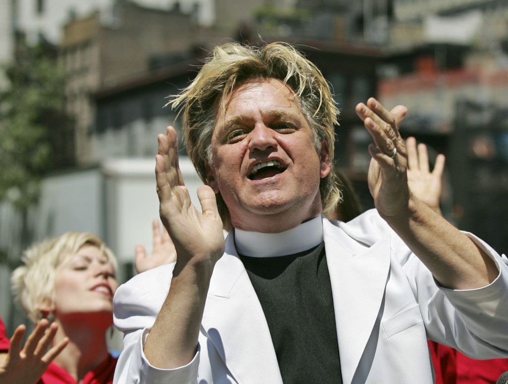 "Bill Talen, also known as ""Reverend Billy,"" sings with the Stop Shopping Gospel Choir  in Union Square in New York, Monday, July 2, 2007, to protest his arrest there Friday night while reciting the First Amendment. (AP Photo/Kathy Willens)"