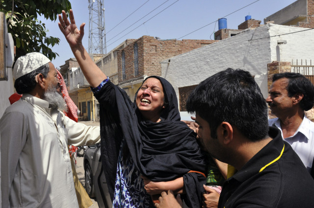 A woman reacts to the killing of Rashid Rehman, a lawyer who was shot by unidentified gunmen a day earlier, outside his residence in Multan May 8, 2014. Gunmen posing as clients shot dead the prominent human rights lawyer defending a professor accused of blasphemy, officials said Thursday, underscoring the danger facing those trying to put an end to religious intolerance in majority-Muslim Pakistan. Wednesday's killing of Rashid Rehman in the southern city Multan was the first time a lawyer has been killed for taking on a blasphemy case, police said. REUTERS/Stringer