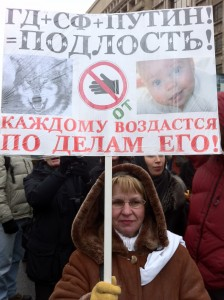 """Duma, Federation Council, Putin: Scoundrels."" This woman seems to equate Russian politicians with wolves. VOA Photo: James Brooke"