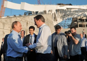 Outside a Winter Olympics skating rink in Sochi, Russian President Vladimir Putin shakes hands with Britain's Prime Minister David Cameron during their visit to venues for the February 2014 Winter Olympics. Photo/Reuters: Alexei Nikolsky