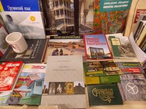 Русских книг хватает на полках тбилисских магазинов