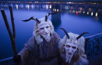 Маски на карнавале в Люцерне (Швейцария). История этого карнавала насчитывает более 600 лет. Карнавал знаменит шествием тысяч людей в масках по улицам города (Reuters)