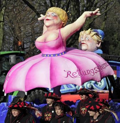Кукла, изображающая канцлера Германии Ангелу Меркель. Карнавал в Дюссельдорфе (AP)