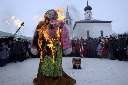 Масленица в России (AP)
