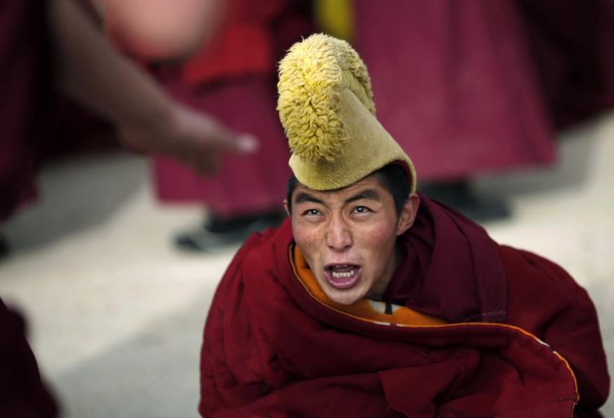 Монах во время ритуального празднования Нового года в провинции Сычуань. Китай (Reuters)