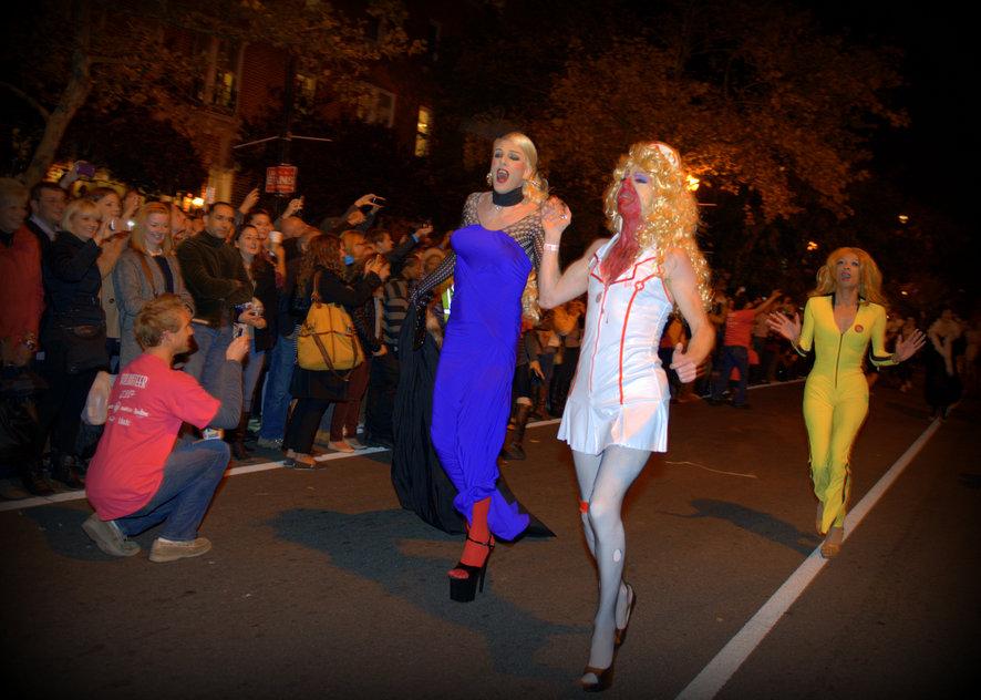 Район Дюпон-серкл. Вашингтон. Накануне Хэллоуина. Бег на каблуках.