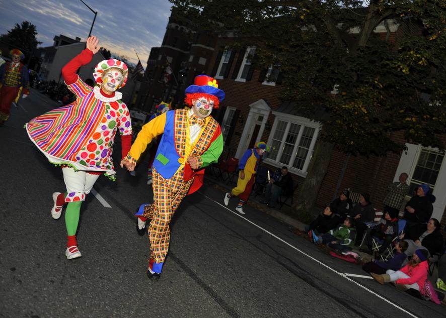 Хэллоуин-парад  в городке  Хагерстаун, шатат Мэриленд