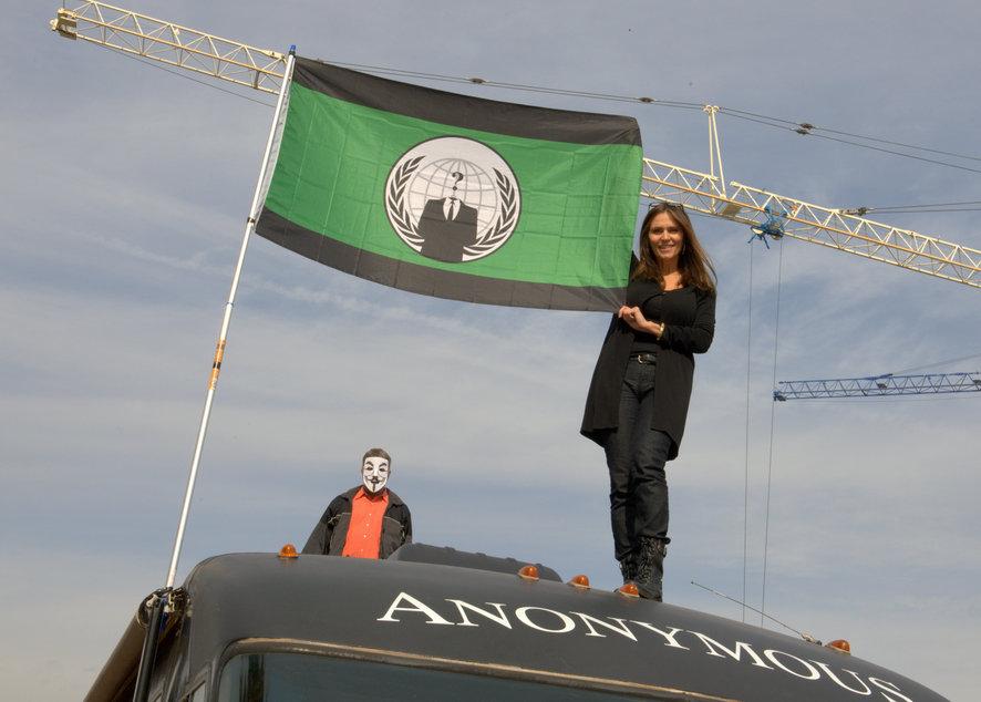 Кристин Сэндз – поэтесса и одна из организаторов марша со знаменем движения на крыше «Анонимус-баса»